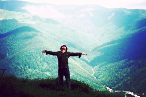 freedom-grass-hill-man-mountain-nature-Favim.com-109602[1]
