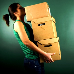 woman-moving-boxes-istock-de